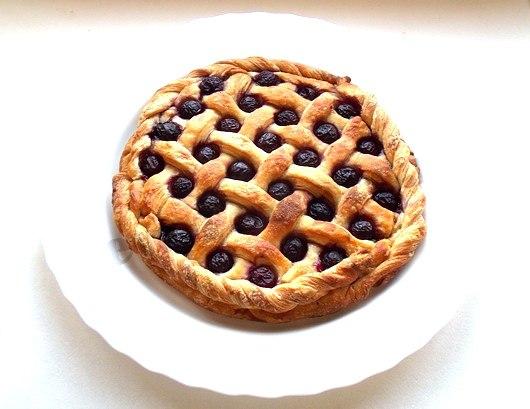 Простой пирог из слоеного теста с вареньем рецепт