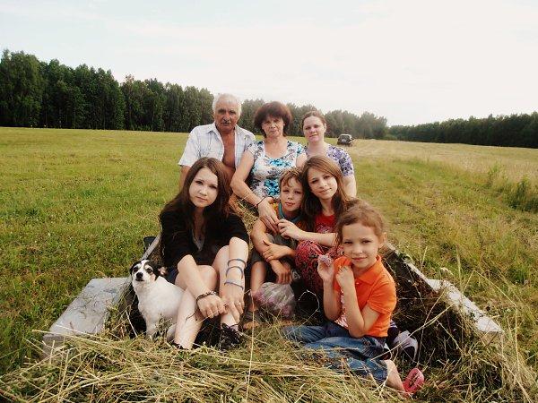Фото - Моя семья: : Мои сестры и брат, дедушка с бабушкой,тетя и моя собака:З - Nata Novikova, 20 лет, Москва