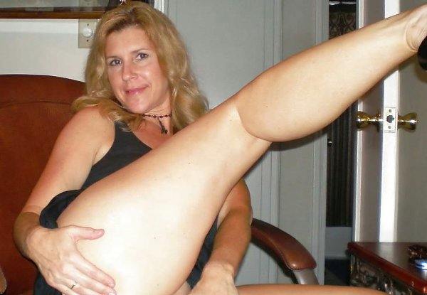 Wife gets pussy licked