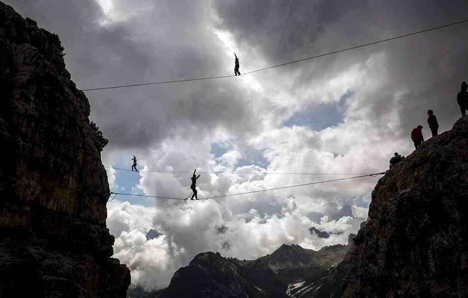 Ежегодный слет канатоходцев-экстремалов в итальянских Альпах - 7