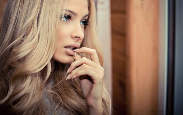 Я очень редкий исчезающий вид женщин - у меня свои ногти, волосы, брови, ресницы, губы и все ...