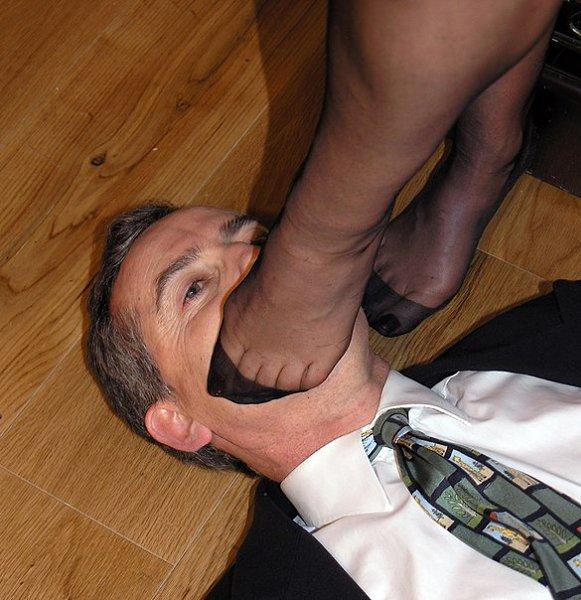 Поставила ногу на лицо рабу фото, дрочат на свадьбе смотреть онлайн