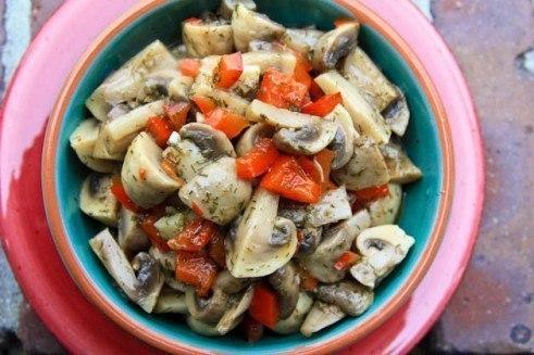 Быстрые маринованные шампиньоны. Эти аппетитные грибочки можно сделать даже накануне застолья – и ... - 7