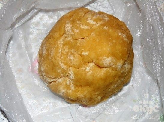 Простое печенье к чаю.Ингредиенты:Яйцо куриное:2 штукиМука пшеничная:1 стаканМаргарин:100 ... - 4