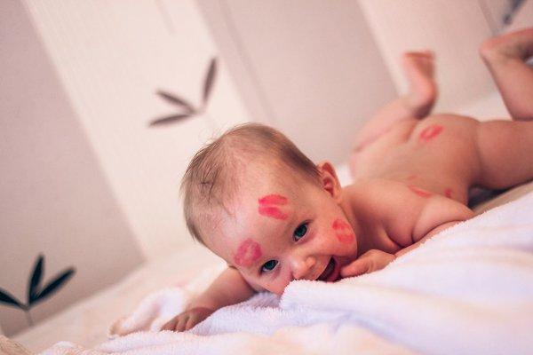 установить фото с надписью малыш проснулся и покорил весь мир мне