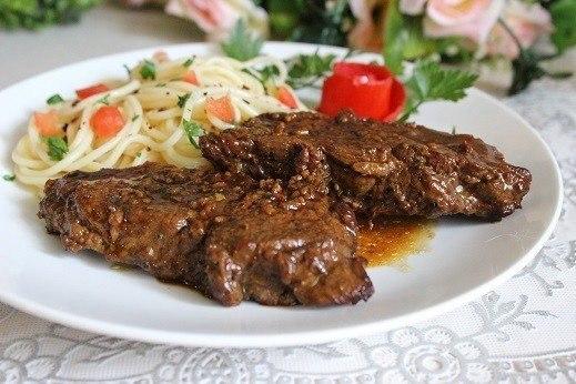 Острая говядина в красном вине.Ингредиенты:Мякоть говядины — 700 гБульон говяжий — 100 млКрасное ... - 5