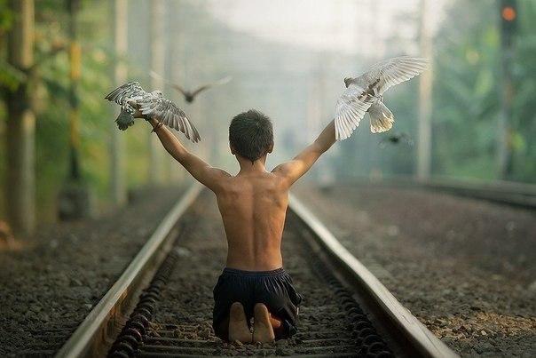 Когда ты будешь ценить то, что у тебя есть, а не жить в поиске идеалов, тогда ты по настоящему ...