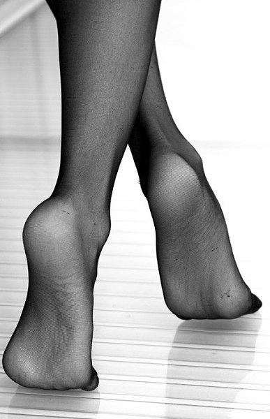 Sweaty Celebrity Feet In Clear Shoes Transparent Heels