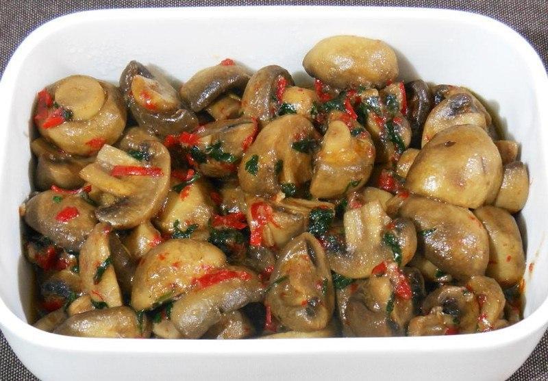 Тушеные грибы с чесноком и перцем чили.(ПОСТНЫЙ РЕЦЕПТ)Отличный рецепт ароматных шампиньонов, ...