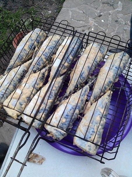 Скумбрия на мангале. Продукты: свежемороженая скумбрия, майонез, горчица, кетчуп, чеснок, лук, ... - 2