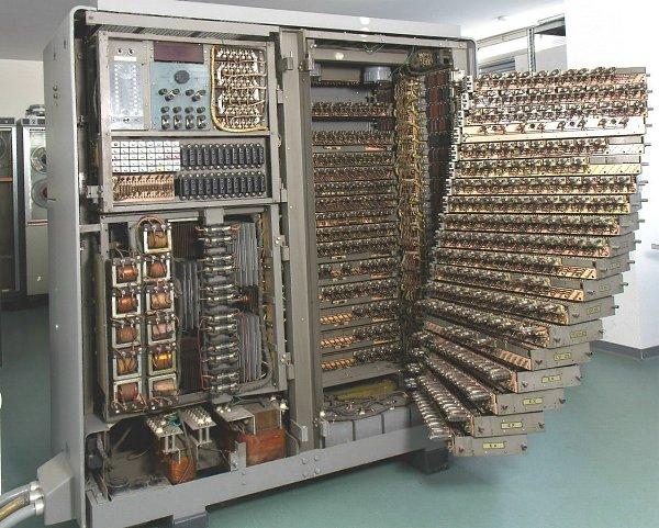 Ламповый компьютер 1952 г. Bull Gamma 3. Всего 400 ламп. И его разъемы для подключения периферии ...