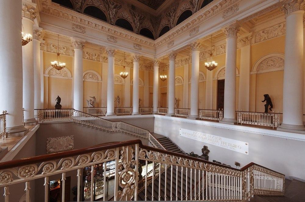 особенности фото михайловского дворца строились вдоль горных