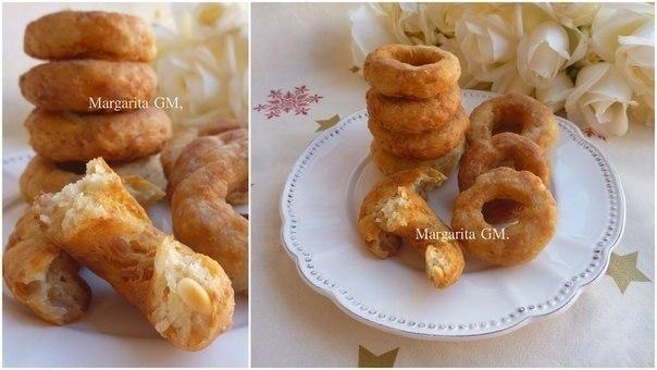 Куриные пончики.1. Отварить курицу (3 грудки) с солью, лаврушкой и перцем. Оставить в воде.2. ...