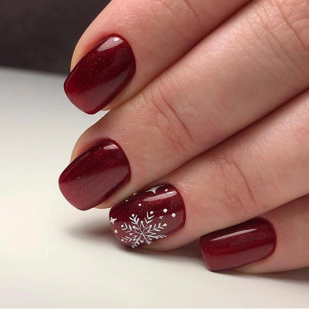 Вишневый цвет маникюра новогодний фото ногтях может