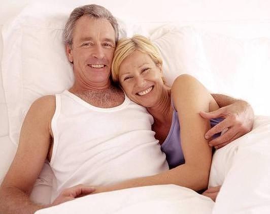 Зрелый мужчина и молодая любовница видео, огромные жопы в шортиках