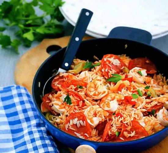 Как приготовить рис с креветками и чоризо.http://vkushaem.ru/ris-s-krevetkami-chorizo.html