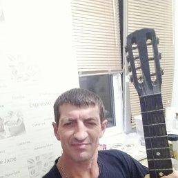 Олег, 52 года, Стаханов