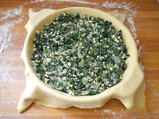 Простой слоеный пирог со шпинатом.Сохрани — пригодится!Ингредиенты:Растительное масло — 1 ст. ... - 6