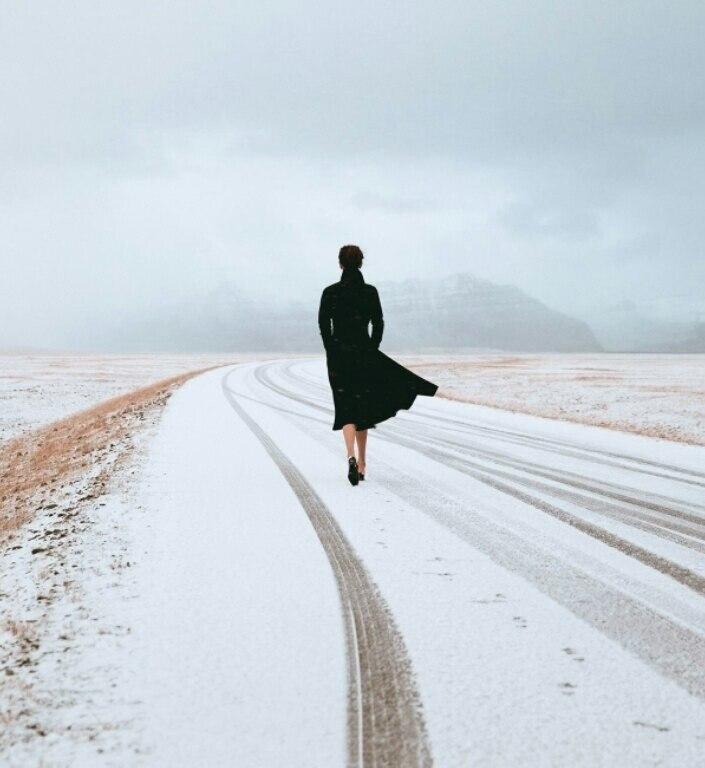 Чем отличаются дороги? Одни ведут куда-то.... Другие уводят от кого-то.....