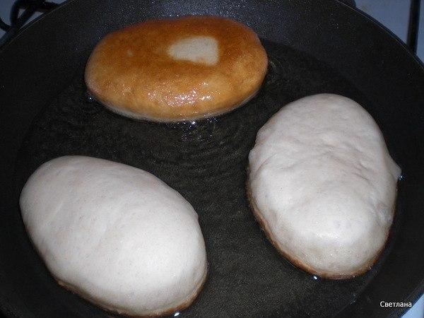 Очень вкусные жареные пирожкм.Продукты: вода 0,5 литра дрожжи быстродействующие 4 ч.л. (1 ... - 9