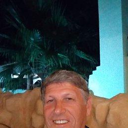 Виктор, 67 лет, Батайск