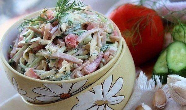Салат из ветчины, помидоров, огурцов и сыра.Предлагаю вашему вниманию рецепт простого и вкусного ...